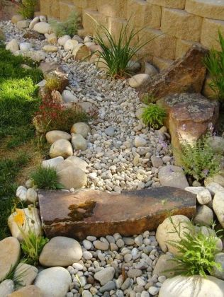Inspiring Dry Riverbed and Creek Bed Landscaping Ideas 40
