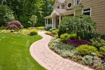 Front Yard and Garden Walkway Landscaping Inspirations 38
