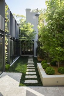 Modern and Contemporary Front Yard Landscaping Ideas 46