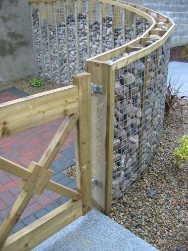 Stunning Creative Fence Ideas for Your Home Yard 29