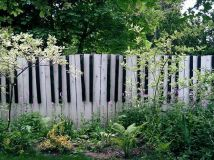 Stunning Creative Fence Ideas for Your Home Yard 51