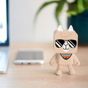 MOB Dancing Animals Bluetooth Speaker - Lama