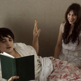 En 2012, Pete s'essaie au cinéma. Il apparaît au côté de Charlotte Gainsbourg dans Confession d'un enfant du siècle... Un gros échec commercial.