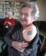 Photo knittyblog.com tatoo auto regelo per 80 anni