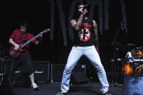 D Asfalto y Tirra abrió el concierto de Korn en Chile   17.04.2010 Fotógafo: Javier Valenzuela
