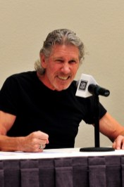 roger-waters-03