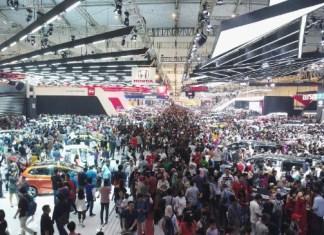 suasana pameran otomotif Indonesia