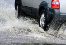 aquaplaning berkendara hujan