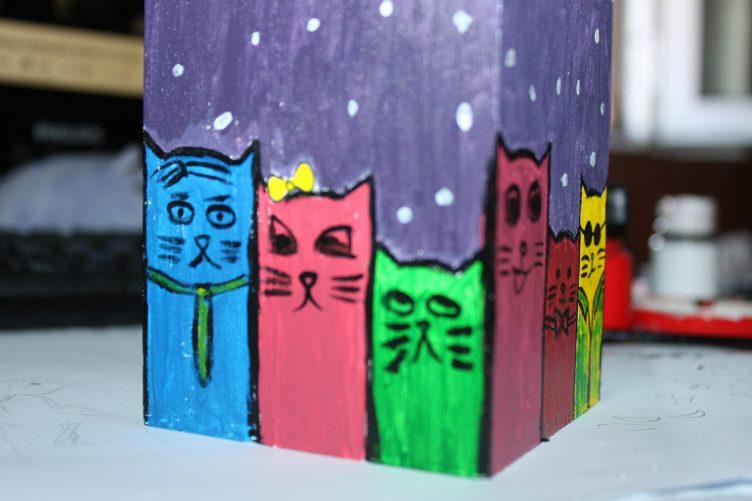 cutie pictata cu pisici
