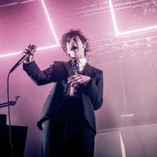 LIVE REVIEW – PHOTOS – THE 1975 – Knoxville, Tennessee