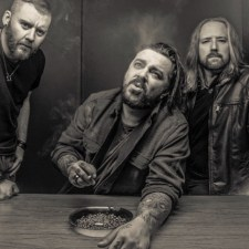 "SEETHER PREMIERE NEW TRACK ""STOKE THE FIRE"" VIA REVOLVER"