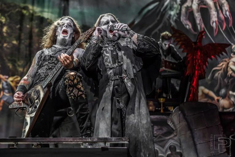 Kapela Powerwolf ve svých typických kostýmech během vystoupení na Masters of Rock.