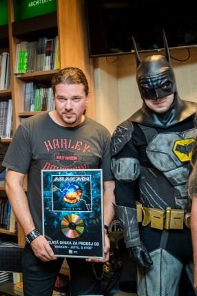Arakain křtí komiksovou trilogii Metal: Temné noci a přebírá Zlatou desku, Honza Toužimský