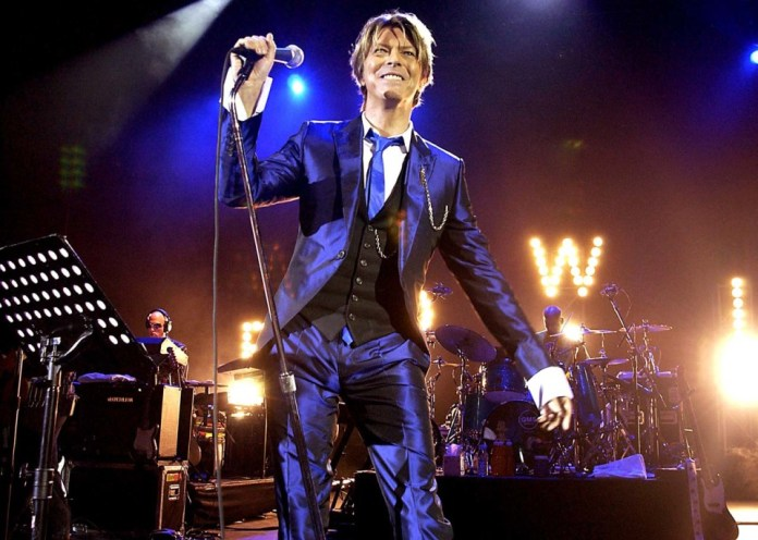 UNITED KINGDOM - OCTOBER 03: Pop Legend David Bowie In Concert, At The Hammersmith Appollo, In London, Pic Shows: David Bowie (Photo by Dave Benett/Getty Images)