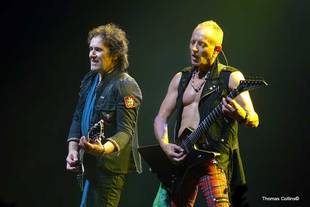 Vivian Campbell and Phil Collen - Photo by Tom Collins - Rock Titan TV