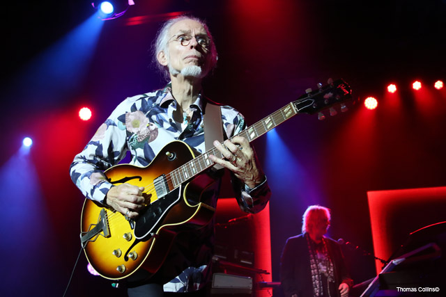 Steve Howe - Photo by Tom Collins - Rock Titan TV