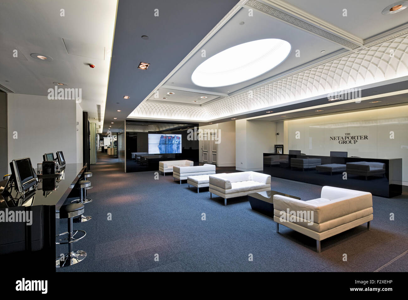 Le Meilleur Reception Net A Porter Offices At The Westfield Centre Ce Mois Ci