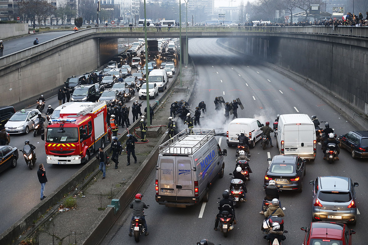 Le Meilleur Anti Uber Protests French Taxi Drivers Start Paris Road Ce Mois Ci