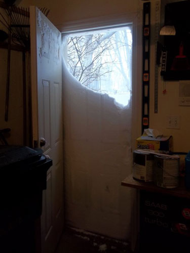 Le Meilleur Snow Drift Doorway » Funny Bizarre Amazing Pictures Videos Ce Mois Ci