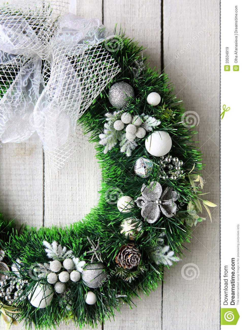 Le Meilleur Christmas Wreath On White Door Stock Image Image Of Ce Mois Ci