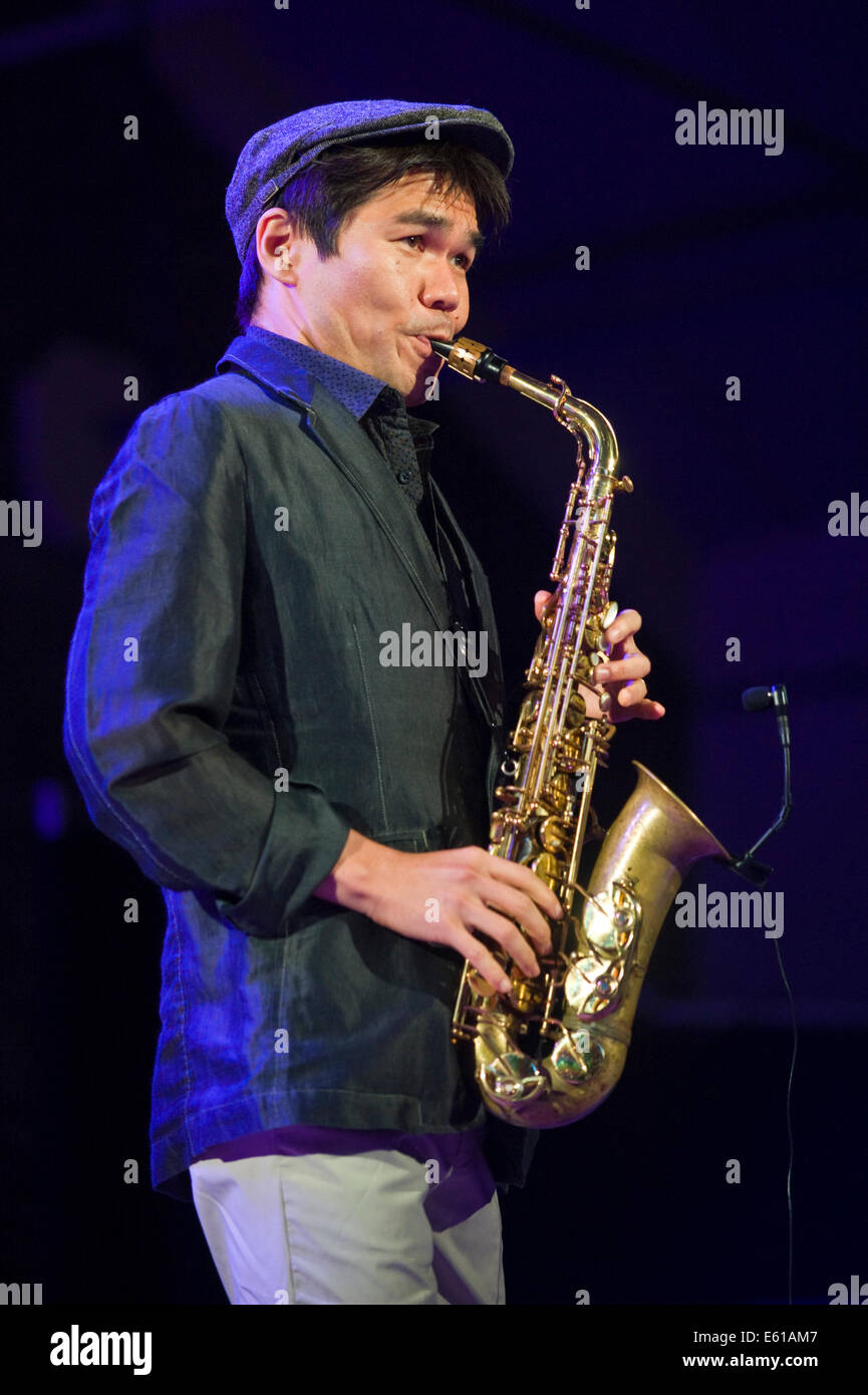 Le Meilleur Saxophonist With Gregory Porter Band Performing On Stage Ce Mois Ci