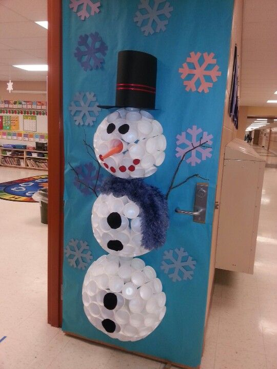Le Meilleur Snowman Door Decoration Dubbed Mr Sparkles By My Ce Mois Ci