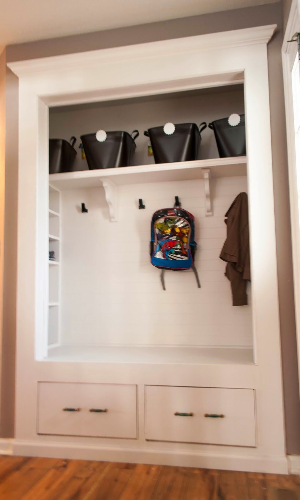Le Meilleur Hallway Coat Closet Turned Bench Mudroom Would Like To Ce Mois Ci