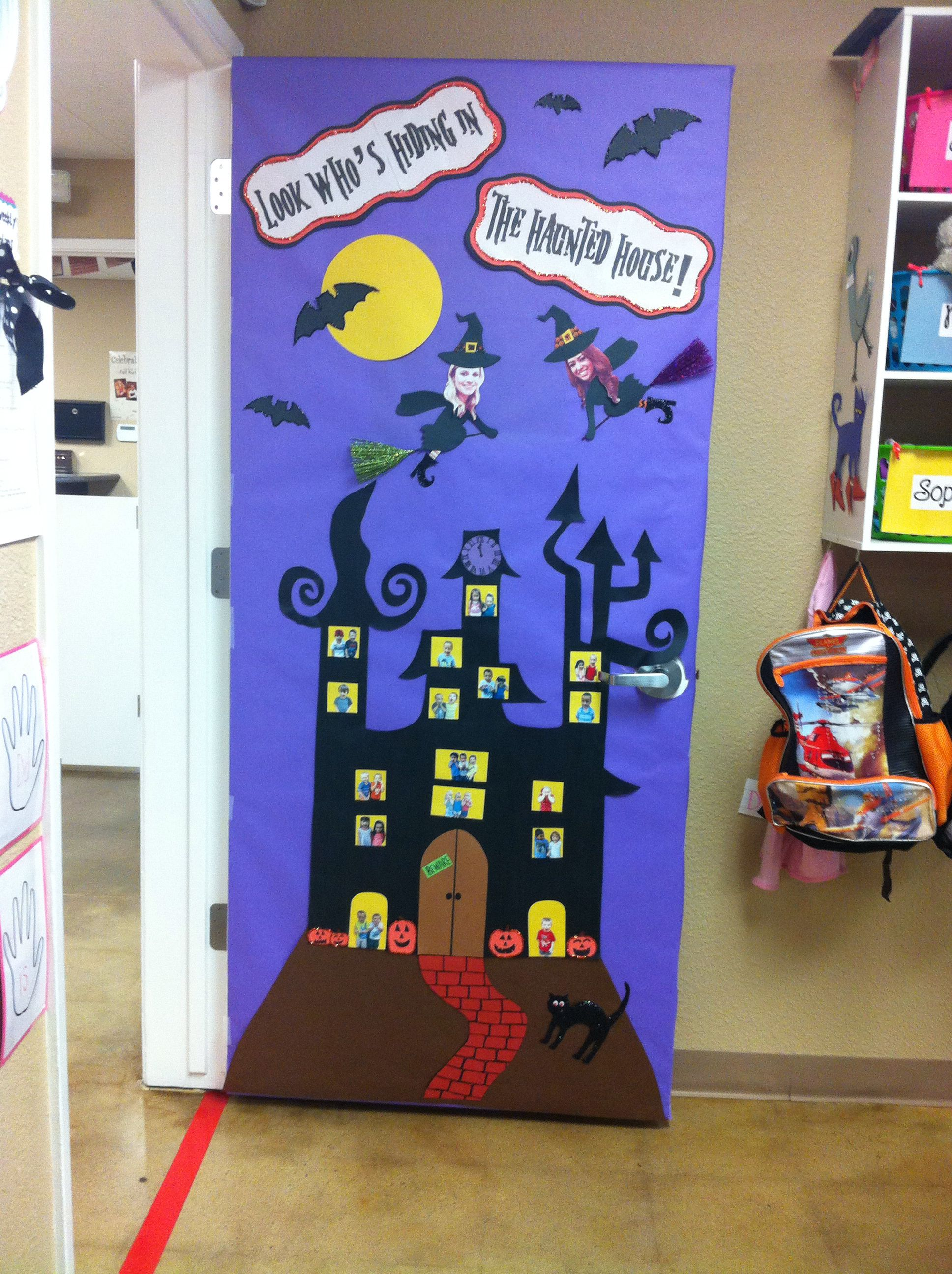 Le Meilleur Robins Halloween Door Look Who S Hiding In The Haunted Ce Mois Ci