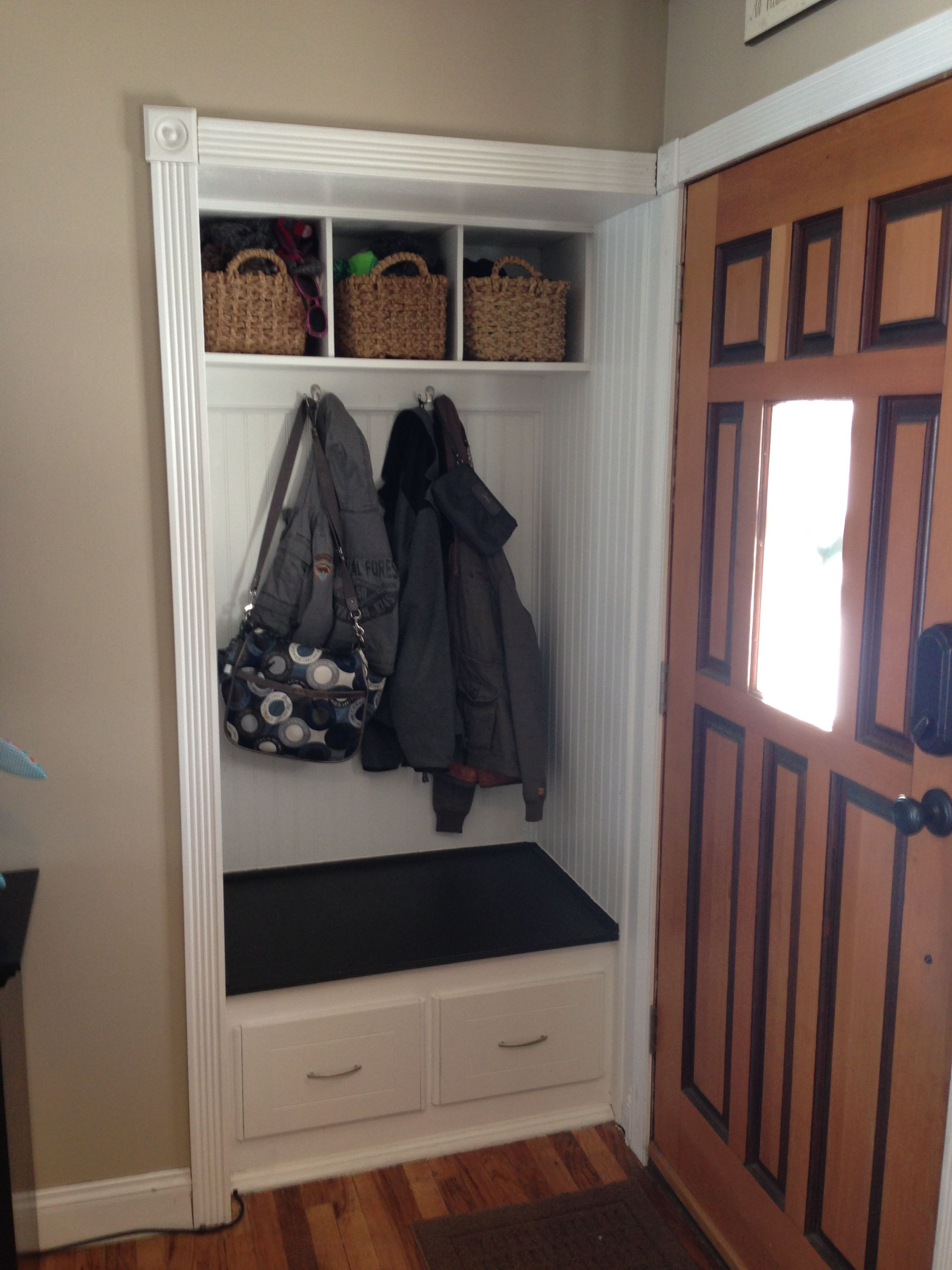 Le Meilleur Small Front Hall Closet Turned In To Mini Mud Room Ce Mois Ci