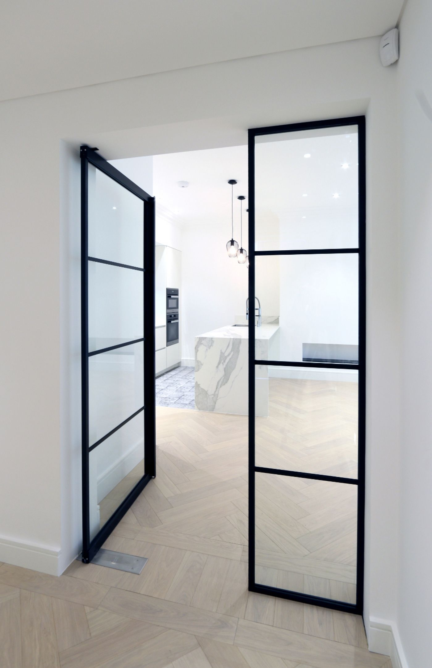 Le Meilleur Iq Glass Recently Installed Their New Mondrian Internal Ce Mois Ci
