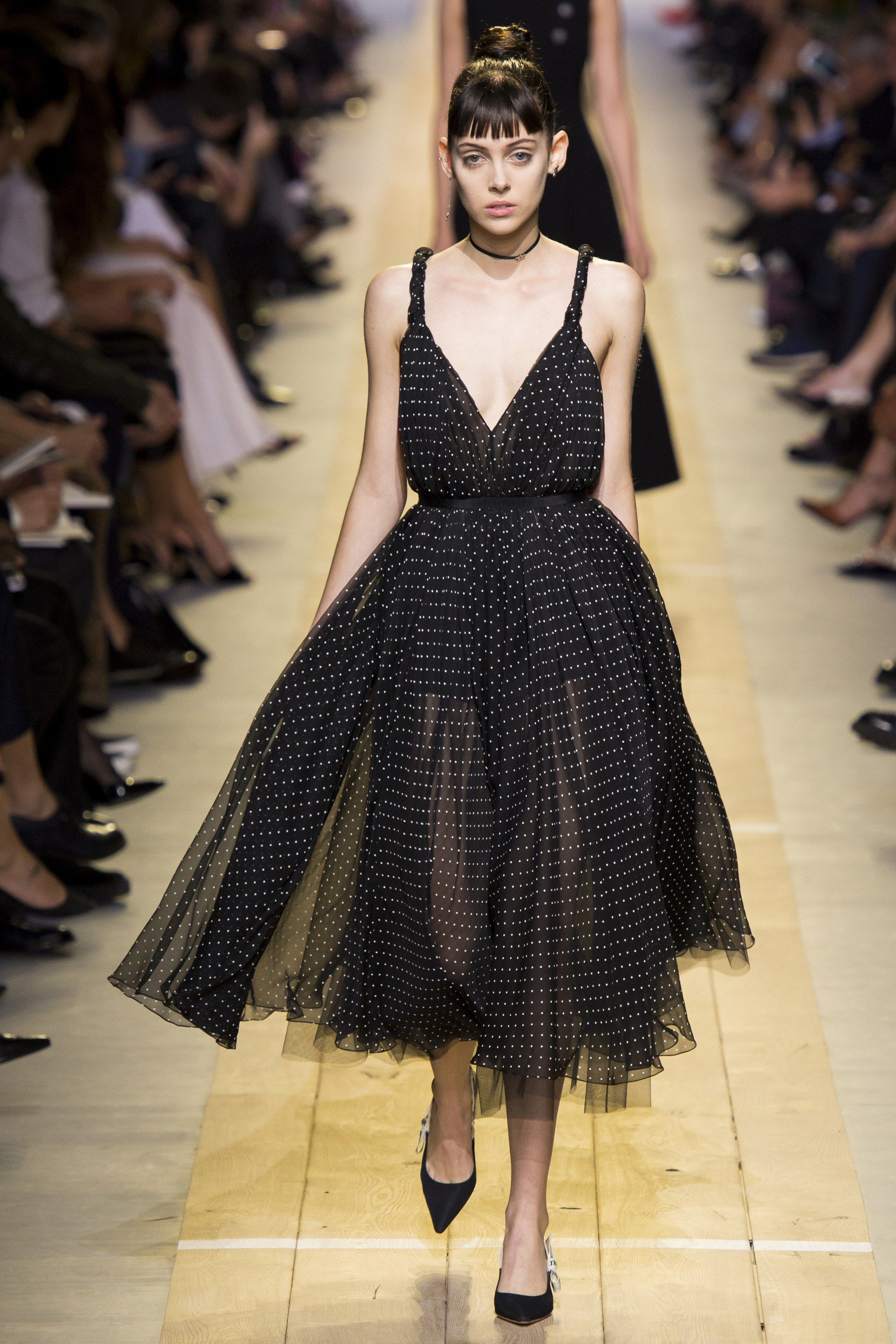 Le Meilleur Christian Dior Spring 2017 Ready To Wear Fashion Show En Ce Mois Ci