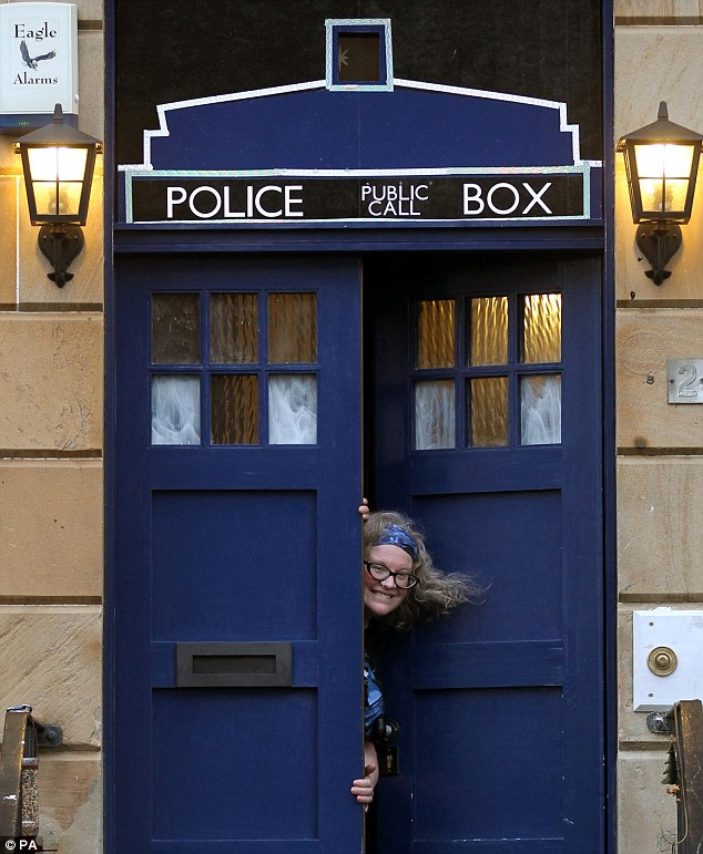 Le Meilleur Doctor Who Fan Turns Front Door Into A Tardis And Posts Ce Mois Ci