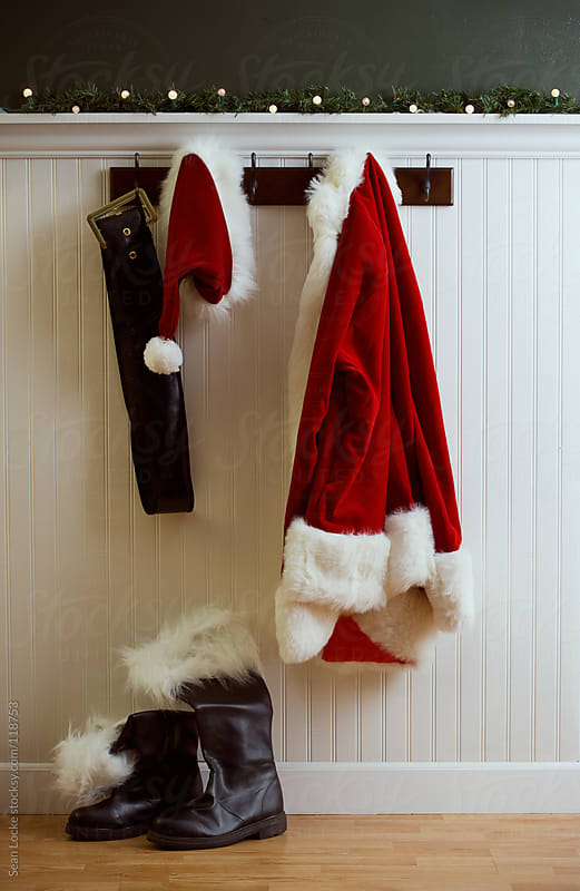 Le Meilleur Christmas Santa Coat And Hat Hanging With Boots On Floor Ce Mois Ci