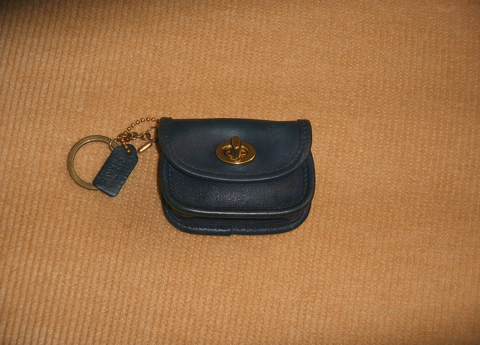 Le Meilleur Pre Owned Vintage Coach Turnlock Coin Purse Key Chain Navy Ce Mois Ci