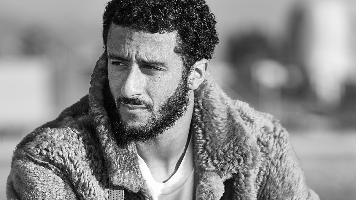 Le Meilleur Colin Kaepernick Poses For Mr Porter Talks Style The Ce Mois Ci