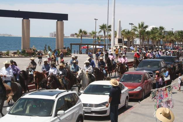 cabalgata2017-r-estrella XV Cabalgata Costera attracts hundreds of riders