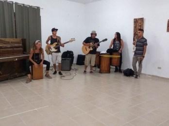 musicos-evento-rifa-de-pinturas-FuerzaMexico El improvisado festival #FuerzaMéxico