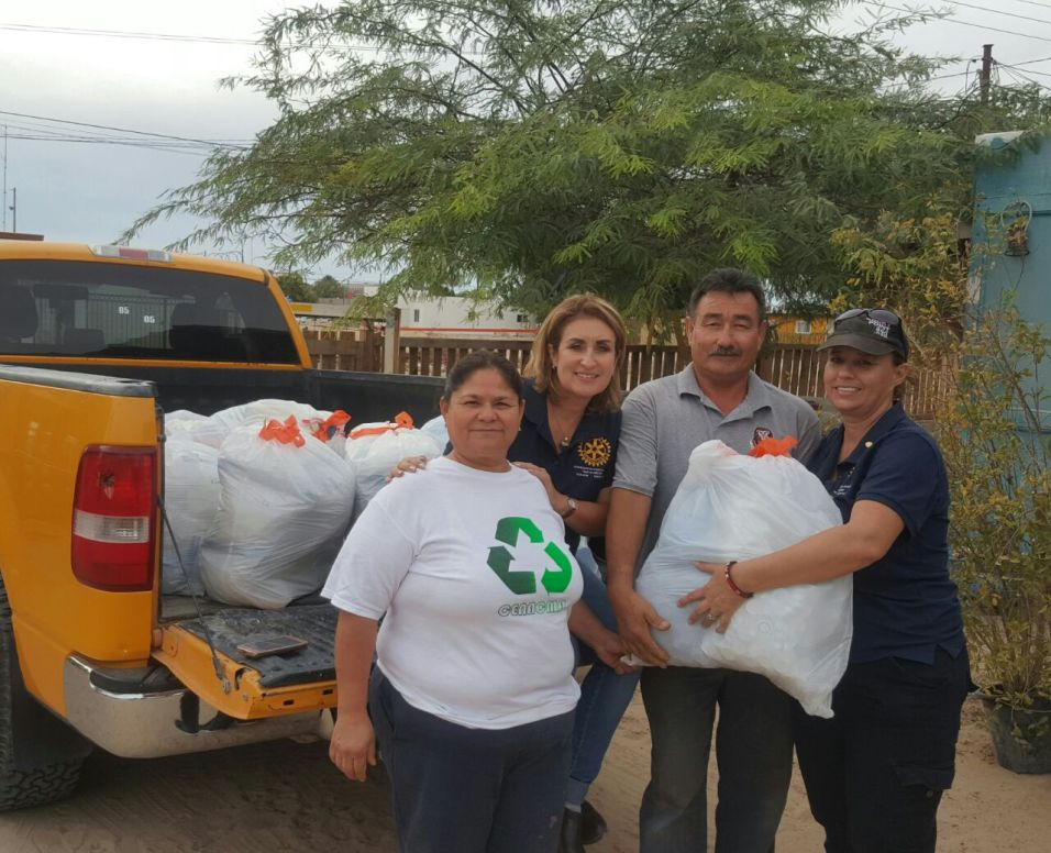 entrega-tapas Puerto Peñasco collects more than 350,000 plastic tops to assist children undergoing chemotherapy