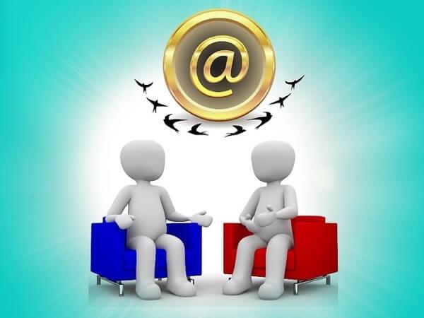 emailで議論をしている二人