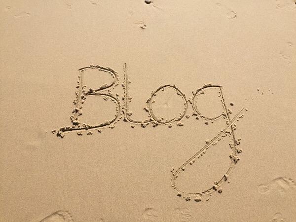 砂浜に書いたブログの文字