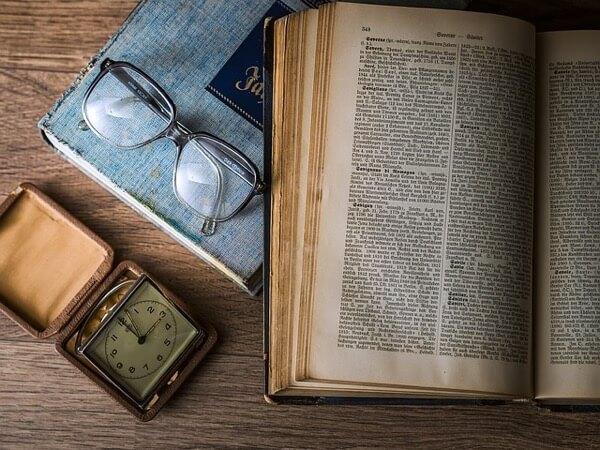 本と眼鏡とノート