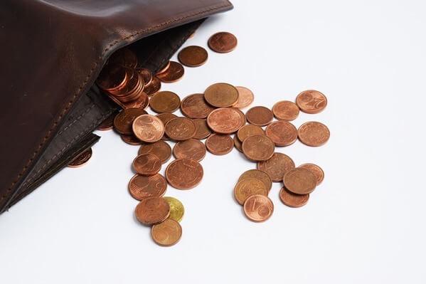 小銭しか入っていない財布