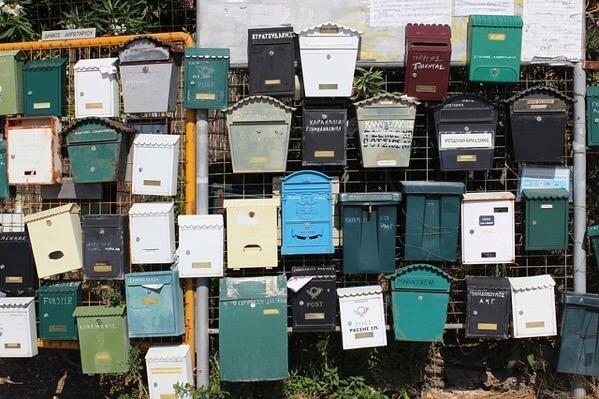 たくさんのメールボックス