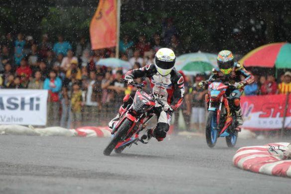 Persaingan ketat antara Andi Farhat (124) dan Boy Arby (2) dalam memperebutkan podium satu di kelas HDC 2