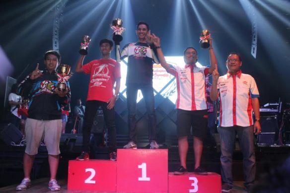 Awarding juara umum HDC 2 pada Champion's Night Honda Dream Cup 2016, di posisi pertama adalah Boy Arby Febri, lalu disusul pada posisi kedua Anggi Permana, dan di posisi ketiga Wawan Hermawan.