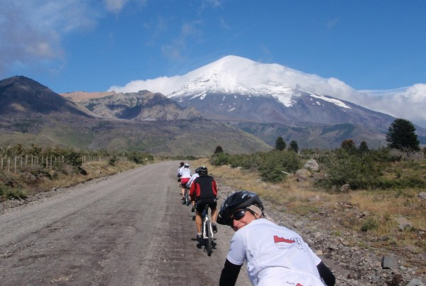 Desafio Cordillera-cruce de los andes-Rueda Background-fat tire bike tours