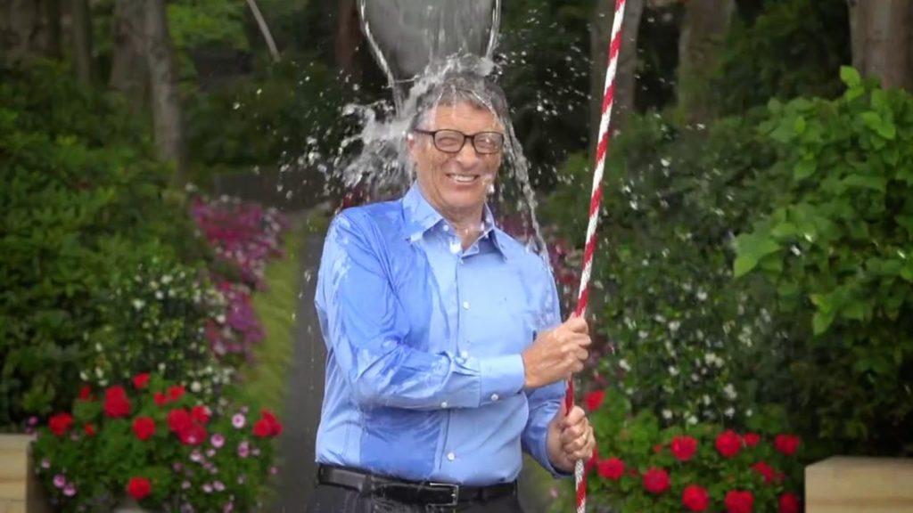 Bill Gates participando do #ALSIceBucketChallenge