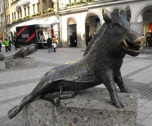 pork-boar-statue