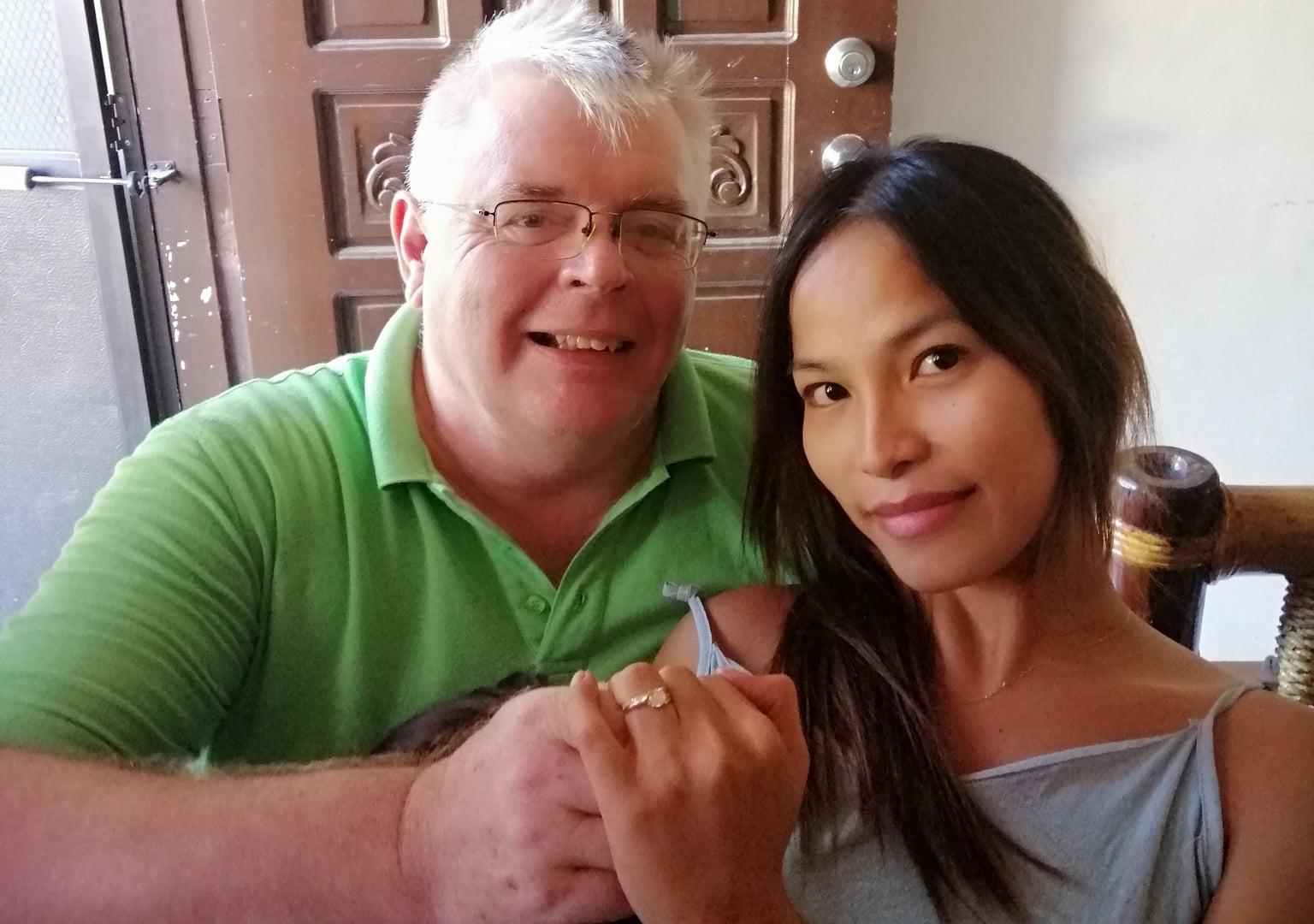 proposing-ladyboy