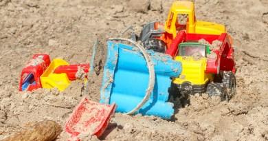 Sand Pit Children Toys Sand Summer  - planet_fox / Pixabay